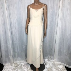 Dresses & Skirts - NWT YELLOW FORMAL DRESS/GOWN